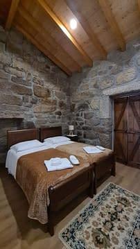 Natural park House quarto madeira camas