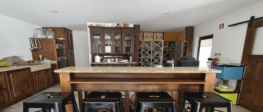 cozinha com banca casa isatour
